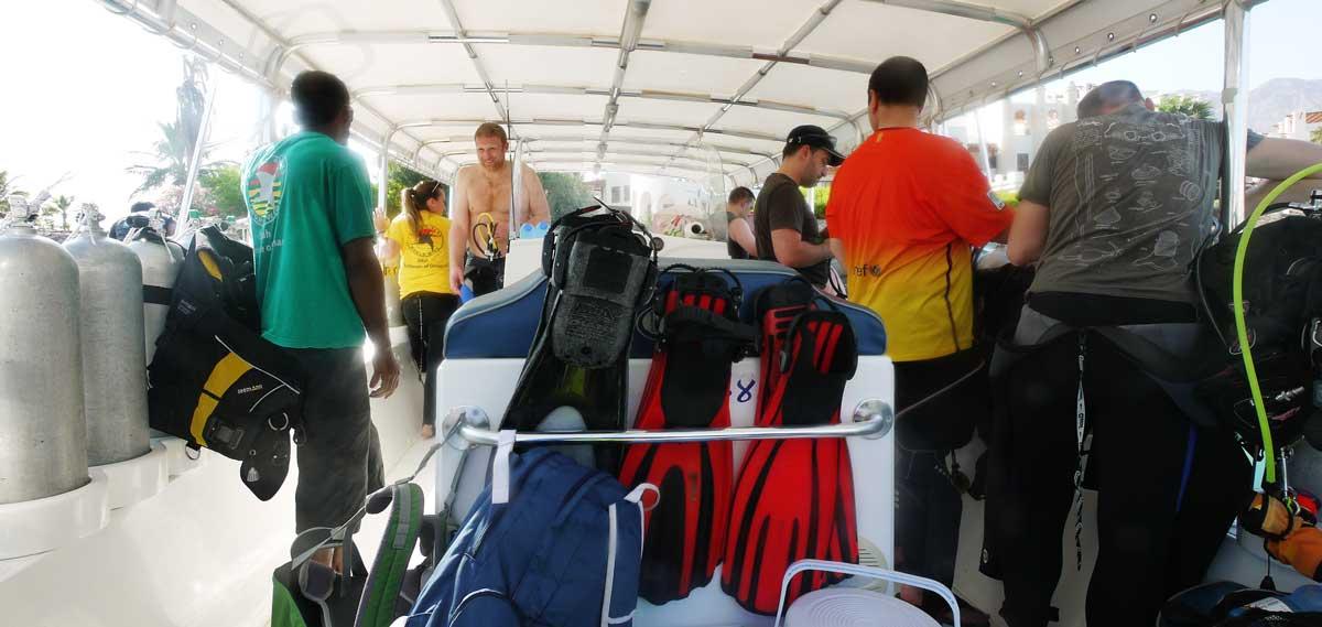 Speedboot in Sifah